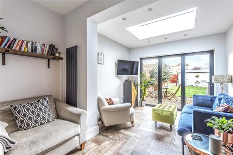 2 bedroom flat for sale - Crawford Gardens, Palmers Green, London, N13