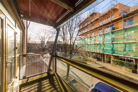 2 bedroom flat to rent - Becquerel Court, School Square, London