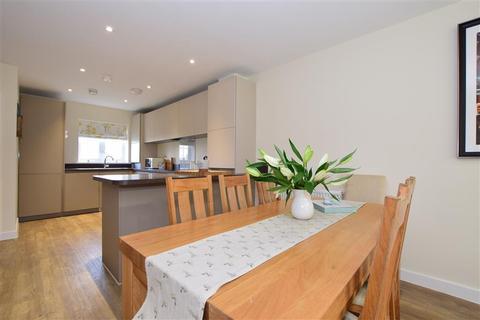 3 bedroom semi-detached house for sale - Cricketers Way, Coxheath, Maidstone, Kent
