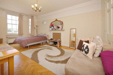 Studio to rent - Princess Court, Queensway W2