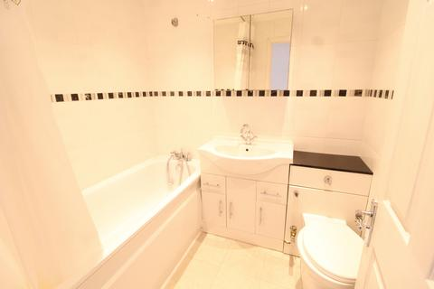 2 bedroom terraced house to rent - Carriage Mews, Ilford, IG1 4GS