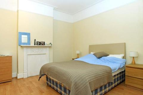 2 bedroom property to rent - Ravenstone Street, London, SW12