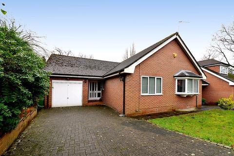 3 bedroom detached bungalow for sale - The Drive, Hale Barns