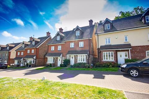 4 bedroom house to rent - St Pauls on the Green, Haywards Heath