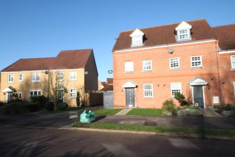 3 bedroom townhouse to rent - Kingfisher Road, Shefford, SG17