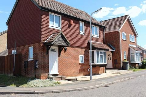 4 bedroom detached house for sale - Fieldfare Green, Luton