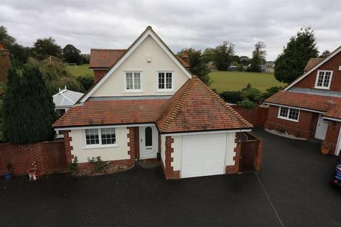 4 bedroom detached house - Eastry