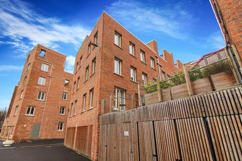 2 bedroom terraced house for sale - Riverside Walk, Newcastle Upon Tyne