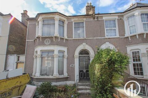 3 bedroom house for sale - Arngask Road, London
