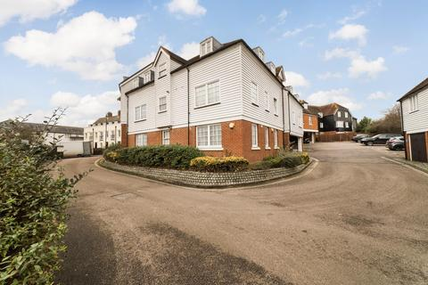3 bedroom flat for sale - Station Road West, Canterbury