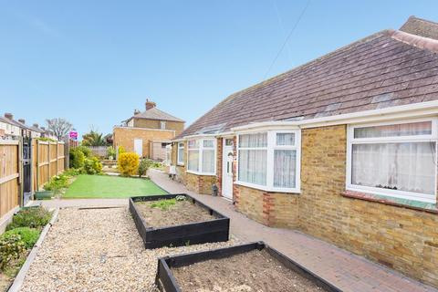 2 bedroom detached bungalow to rent - Invicta Road, MARGATE