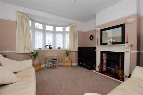 3 bedroom terraced house for sale - Lyndhurst Drive, Hornchurch, Essex