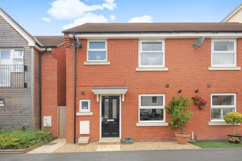 3 bedroom end of terrace house for sale - Berryfields,  Aylesbury,  HP18