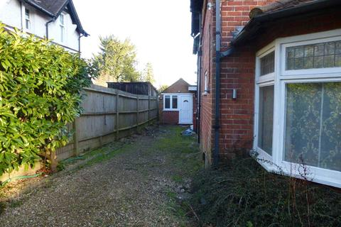 Studio to rent - Shinfield Road, Reading