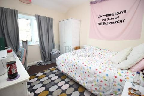 5 bedroom semi-detached house to rent - 7 Newport View, Five Bed, Leeds