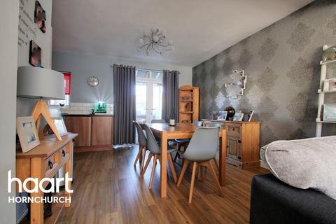3 bedroom terraced house for sale - Rainsford Way, Hornchurch