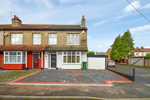3 bedroom semi-detached house for sale - Drummond Avenue, Romford, Essex, RM7