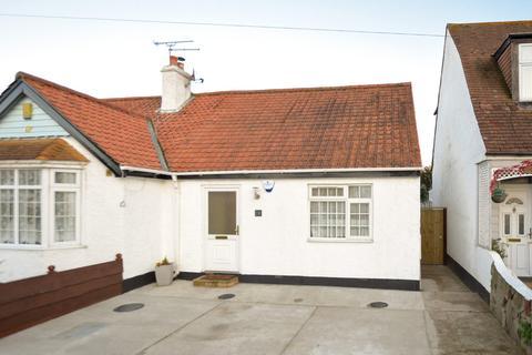 2 bedroom semi-detached bungalow for sale - Central Avenue, Herne Bay