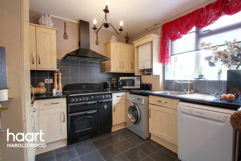 3 bedroom terraced house for sale - Tring Close, Romford