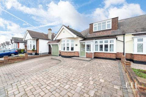 4 bedroom bungalow for sale - Ravenscourt Drive, Hornchurch