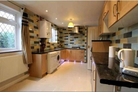 3 bedroom semi-detached house to rent - Mayfield Road, Camberley, GU15