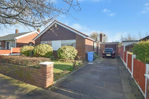 3 bedroom detached bungalow for sale - Buckingham Avenue, Farnworth