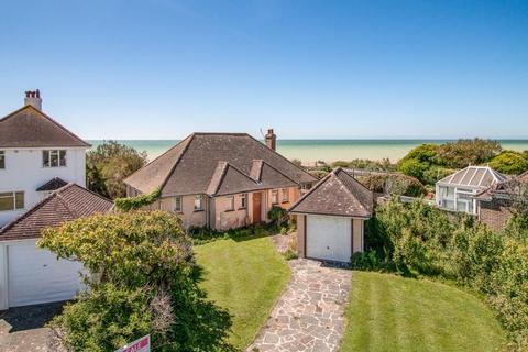 4 bedroom detached bungalow for sale - Florida Close, Ferring, West Sussex, BN12 5PF