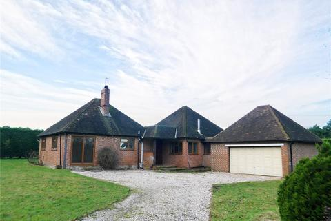 4 bedroom detached bungalow to rent - Goddards Green Road, Benenden, Kent, TN17