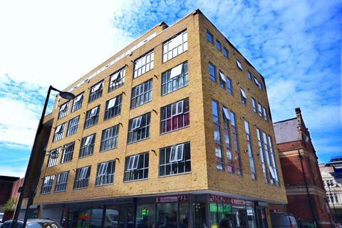 1 bedroom apartment to rent - One Bedroom, Upper Floor Flat, East Street, Barking, IG11 (£1,100pcm)