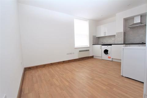 Studio to rent - High Road, Wood Green N22