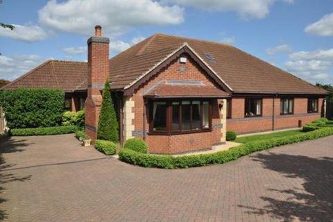 5 bedroom detached bungalow for sale - Church Street , Foston