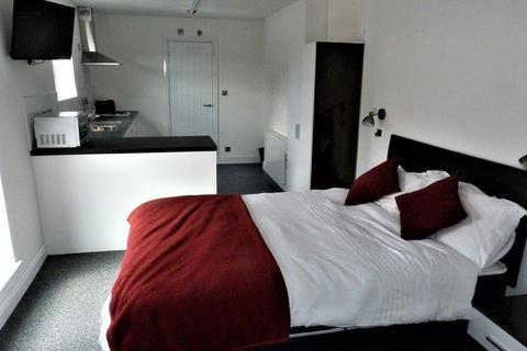 Studio to rent - 84-86 London Road