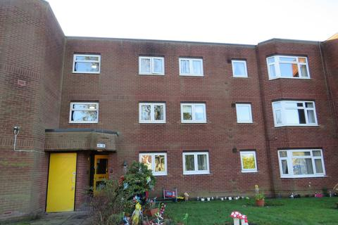 2 bedroom flat to rent - Ethelred Close, Four Oaks