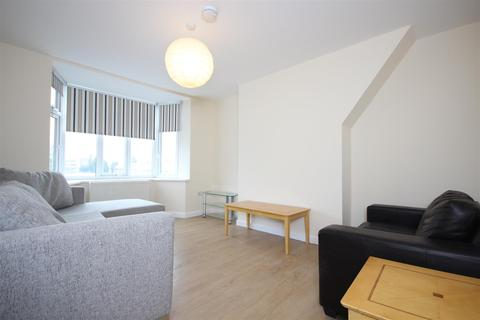 2 bedroom flat to rent - Western Avenue, East Acton, London W3 7UD