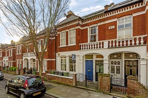 2 bedroom flat for sale - Mandalay Road, Clapham, London