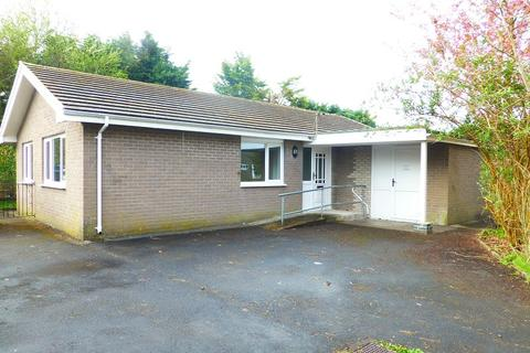 3 bedroom detached bungalow to rent - Arthur Street, Ammanford, Carmarthenshire.