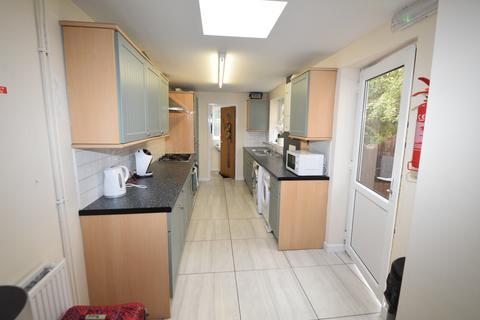 6 bedroom terraced house to rent - Walton Road, Sheffield S11