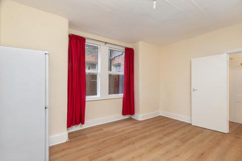 2 bedroom flat to rent - Gilbey Road, London, SW17