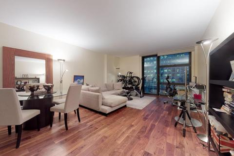 2 bedroom flat for sale - Discovery Dock, London, E14