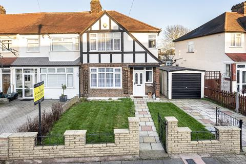 3 bedroom end of terrace house for sale - Aviemore Way Beckenham BR3