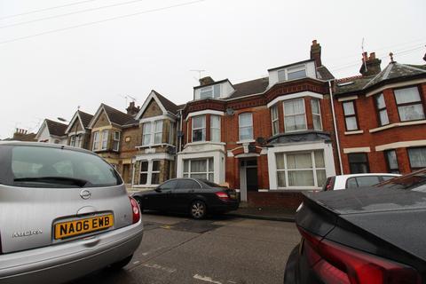 Studio to rent - 114 Balmoral Road, Gillingham, Kent, ME7