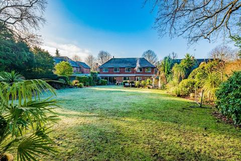 6 bedroom detached house for sale - Park Way, Camberley