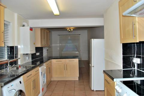 2 bedroom ground floor maisonette to rent - Homesdale Road, Bromley