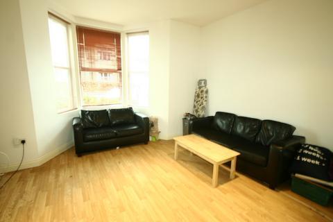 4 bedroom apartment to rent - Simonside Terrace, Heaton, NE6
