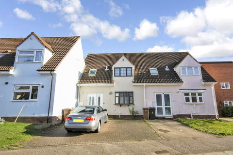 3 bedroom semi-detached house to rent - Churchill Rise, Chelmsford