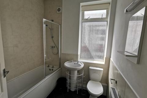 3 bedroom flat to rent - 54pppw - Wingrove Avenue, Fenham, NE4