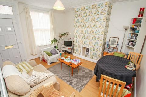 2 bedroom terraced house to rent - ALL BILLS INCLUDED - Harold Grove, Hyde Park