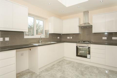 5 bedroom semi-detached house to rent - Chester Gardens, Enfield, EN3