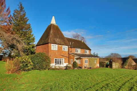 4 bedroom detached house for sale - The Moor, Hawkhurst, Kent, TN18 4QH