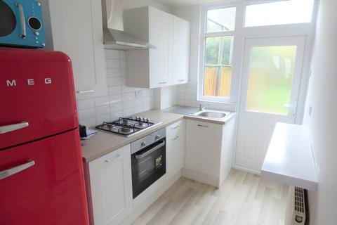 3 bedroom terraced house to rent - Preston Gardens, Luton, LU2 7NL